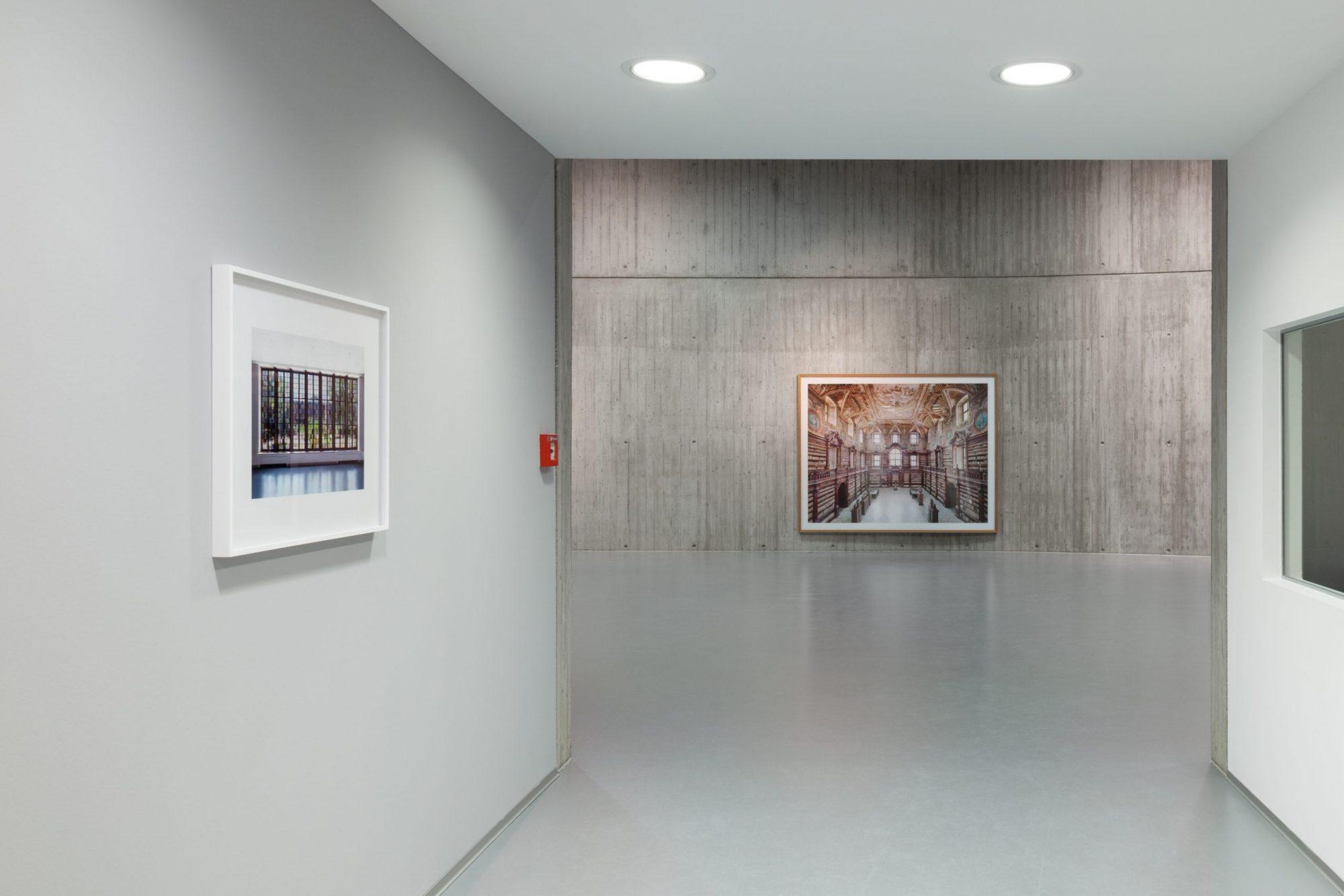»Candida Höfer. Libraries: The Return«, Neue Galerie Gladbeck, 2020 © Hanne Brandt